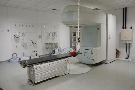 Unicul aparat de radioterapie al Centrului Oncologic din Oradea, defect aproape 2 săptămâni. Cel nou va intra în funcţiune la toamnă