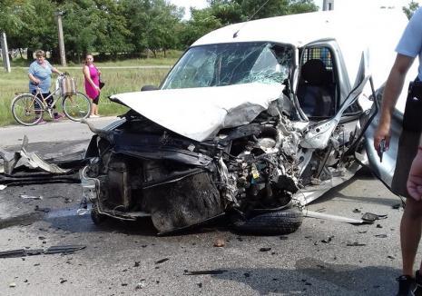 Accident în Sântion: Un tânăr a fost rănit, după ce o autoutilitară s-a lovit de un TIR