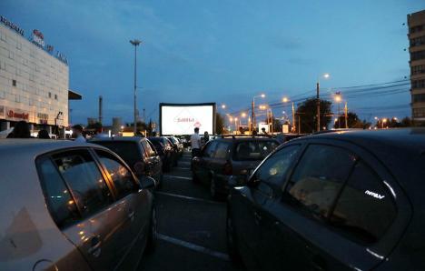 Documentar despre Iosif Vulcan, proiectat în aer liber în Piața Unirii și în parcarea a două centre comerciale