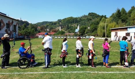 Orădenii de la CS Redpoint au cucerit o medalie de argint la Campionatul Naţional de tir cu arcul pentru seniori şi juniori mari