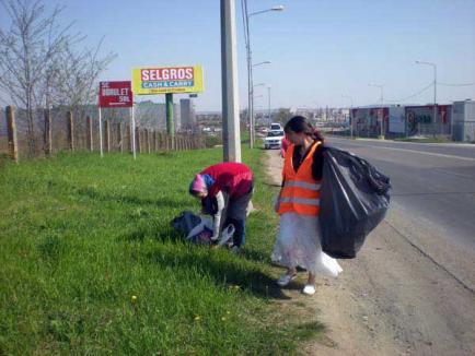 Obligaţi la muncă: Primăria îi scoate la curăţenie pe asistaţii sociali şi pe orădenii care nu-şi plătesc amenzile