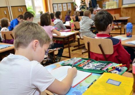 Pas cu pas... înapoi: Directoarea Colegiului Eminescu, reclamată de părinţi pentru că vrea desfiinţarea claselor Step by Step