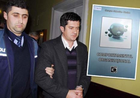Autori de puşcărie: Trei bihoreni 'de top' şi-au scurtat pedepsele pentru corupţie scriind cărţi din penitenciar