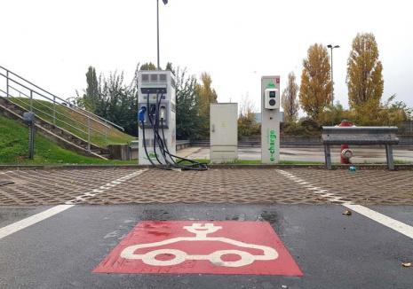 Oraş... cu priză: Până în anul 2020, Oradea va avea cel puţin 33 de staţii de încărcare a maşinilor electrice