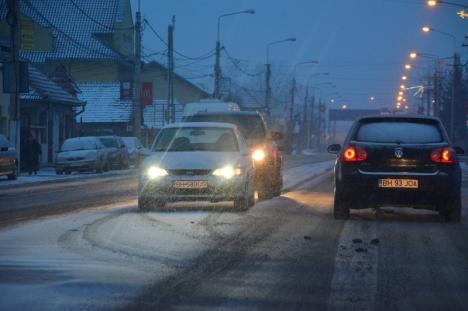 Oradea ninsă: RER Vest a intervenit aproape 24 de ore continuu, pentru deszăpezire (FOTO)