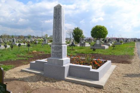 Morţii din Olosig şi Seleuş, reînhumaţi în Cimitirul Municipal, au un monument funerar (FOTO)