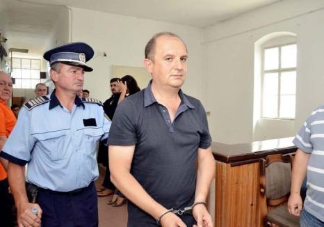 Casă, dulce casă: De ce îl lasă judecătorii pe medicul şpăgar Ovidiu Pleşa să se întoarcă la serviciu