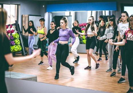 Surprizele lui Rengle: Școala Now Dance din Oradea oferă 88 de cursuri lunar, inclusiv lecții gratuite începătorilor (FOTO / VIDEO)
