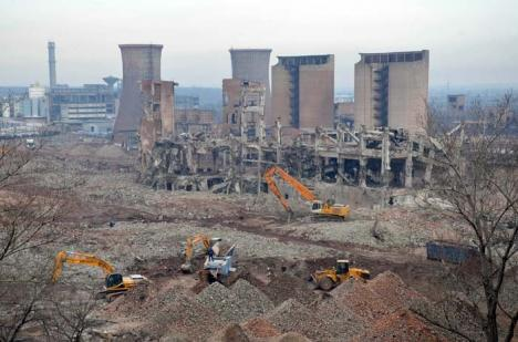 Praf de Alumină: Ruşii demolează fosta fabrică Alumina, cândva unică în Europa (FOTO/VIDEO)