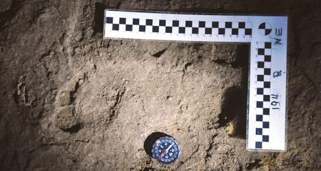 Pe urmele strămoşilor: Cercetătorii au găsit într-o peşteră din Bihor cele mai vechi urme de paşi de om din Europa (FOTO)