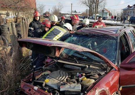 Cauzele accidentului de tren de la Oşorhei: Şoferul nu a oprit la trecerea peste calea ferată