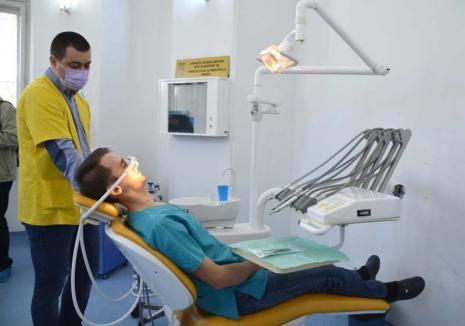 Carie la FMF: Clinica dentară a Facultăţii de Medicină din Oradea nu-i ajută nici măcar pe studenţi