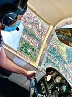 Învaţă să zbori! Şcoală de zbor în Bihor, unde pasionaţii pot obţine licenţe pentru avioane mici, elicoptere şi planoare(FOTO / VIDEO)