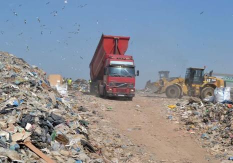 Arunci, deci plăteşti! Anul acesta, depozitarea deşeurilor va costa oraşul cu 80 lei/tonă mai mult
