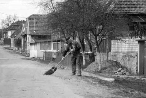 Oradea ieri, Oradea azi: Curăţenia pe trotuare, o obligaţie de decenii pentru orădeni
