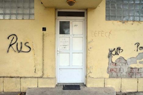 Toaleta publică din Parcul Brătianu a fost vandalizată
