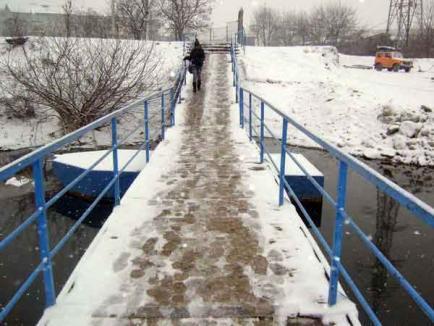 Podul de pontoane, un pod de gheaţă