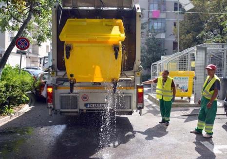 Totul la spălat! RER spală şi dezinfectează containerele, pubelele şi platformele care le adăpostesc