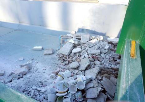 Aruncaţi aici! Centrul de colectare a deşeurilor deschis de RER Vest în Rogerius, la mare căutare printre orădeni