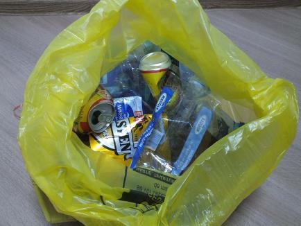 Saci noi, de la RER Vest: Bihorenii din 25 de comune primesc saci pentru reciclabile