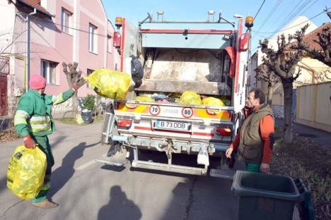 Saci pentru toţi: Marți și joi, RER Vest livrează saci galbeni pentru reciclabile orădenilor de la case