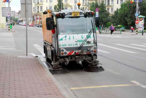 Reîncepe spălatul străzilor în Oradea