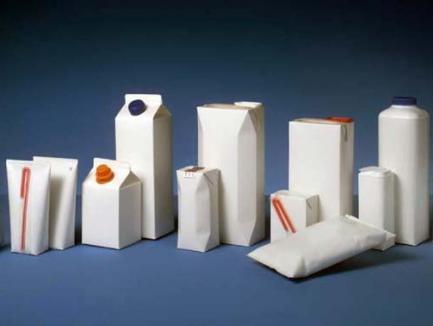Tetra-reciclarea: RER Ecologic Service îi învaţă pe orădeni cum să trimită la reciclat cutiile de lapte şi suc