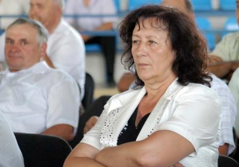 Saveta în proces: Primăriţa din Pietroasa a cumpărat terenuri pentru o sală de sport pe care a făcut-o în curtea şcolii