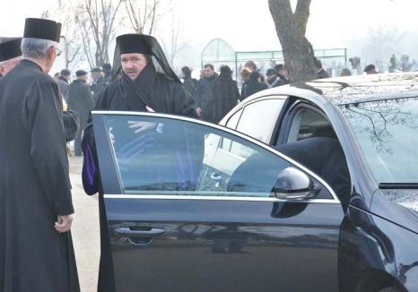 Sofronie, mână-lungă: Episcopul ortodox al Oradiei şi-a luat Mercedes din banii alocaţi de Guvern Bisericii