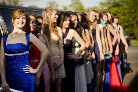 Afacerea Banchetul: Elevii din anii terminali susţin o adevărată industrie a banchetelor