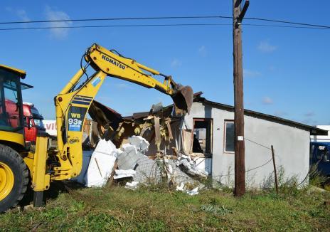 Case... pe făraş: Proprietarii a 1.000 de construcţii ridicate ilegal în Oradea, ameninţaţi cu demolarea (FOTO)