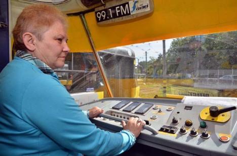 30 de ani pe şine: Aurelia Mureşan a plimbat orădenii cu tramvaiul timp de trei decenii