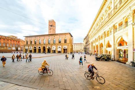 Bere gratis pentru pietoni şi biciclişti, în Bologna