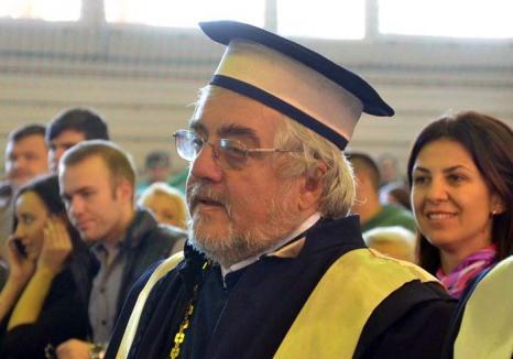 Afurisita popilor: O profesoară de la Facultatea de Teologie Ortodoxă este plătită ca să stea degeaba