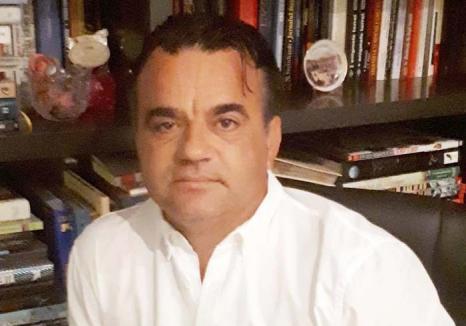 Dascăl... din umbră: Din drag pentru elevi şi studenţi, un fost profesor de matematică a pus pe roate Asociaţia D'Apetresii