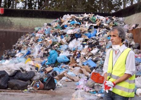 Românii, 'zgârciţi' la gunoaie: În UE, suntem ţara cu cele mai puţine deşeuri aruncate