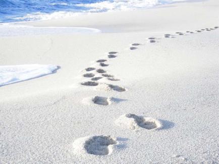 Nisipul cel scump: Turist amendat cu 1.000 de euro, pentru că a furat nisip din Sardinia