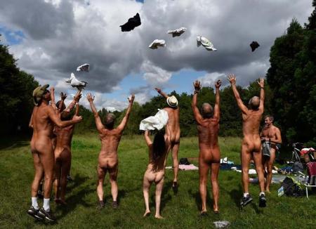 Parc pentru nudişti în Paris