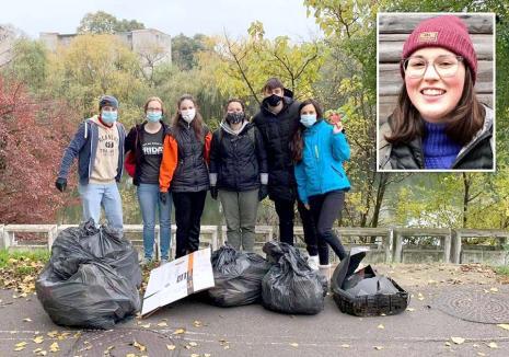 Lecţia lui Kate: Îndrăgostită de Oradea, americanca Kaitlyn Bloom s-a mutat aici şi adună voluntar gunoaiele aruncate prin oraş (FOTO)