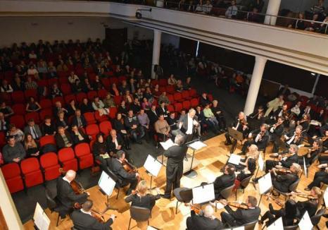 Dirijaţi... spre stradă: Filarmonica, o investiţie de milioane de euro pentru 300 de melomani