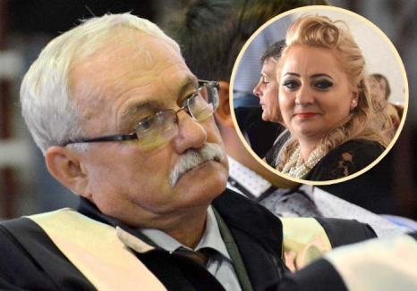 Sorbonei bobocei: Ca să nu rămână fără posturi din cauza împuţinării 'clientelei', profesori ai Universităţii din Oradea se înscriu ca studenţi, ajungând să îşi predea lor înşile!