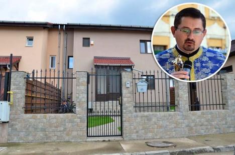 Hoţul din altar: Preotul arestat pentru un tun de 1,8 milioane de euro învârtea afaceri chiar în clădirile episcopiei!