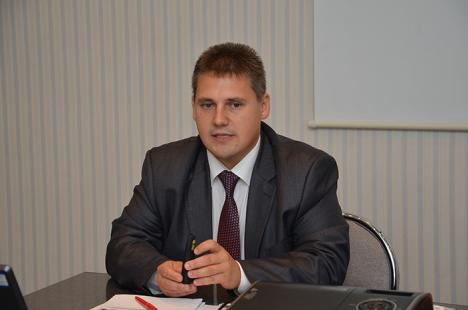 """Békési Csaba, directorul executiv al AJOFM: """"La stat se câştigă mai bine ca în privat"""""""