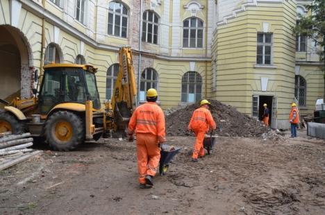 Se sapă la temelia instanţelor de judecată: a început extinderea şi reabilitarea Palatului de Justiţie (FOTO)