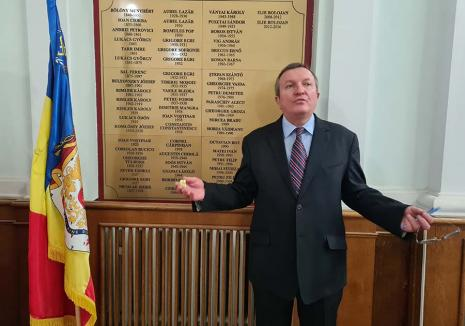 De meserie şef: Povestea lui Ionel Vila, secretarul Consiliului Local Oradea care a lucrat cu 10 primari, încă din comunism