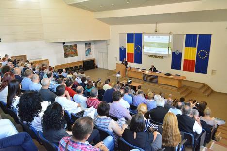 Lege... fără pagini: Carta Universităţii din Oradea făcută praf, după ce Ministerul Educaţiei a dat-o de două ori la refăcut