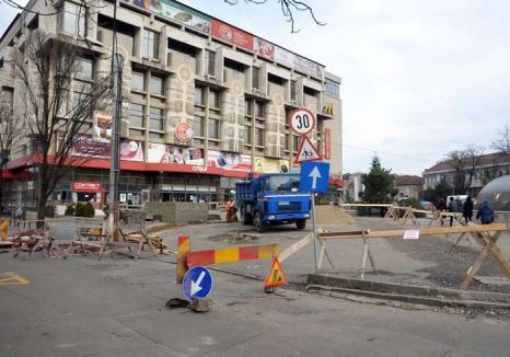 Vremea 'şanţierelor': Oradea se umple din nou de muncitori care trag reţele, înlocuiesc conducte şi repară străzi