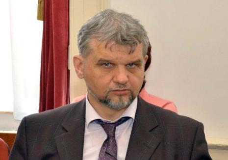 Funcţionarul titirez: UDMR-istul Szarka Arpad schimbă pentru a treia oară într-o lună instituţia publică, ţintind şefia Casei de Pensii