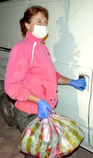 ePiaţa de bunătăţi: În vreme de pandemie, producătorii locali oferă bunătăţi naturale, pe care le duc, echipaţi cu mănuşi şi măşti, până în faţa porţii (FOTO)