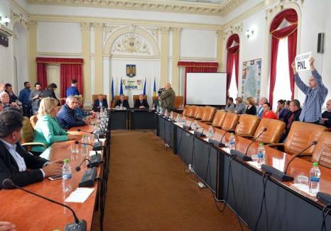 Jocuri de putere: Foamea de putere îi pune cap în cap pe reprezentanţii puterii şi ai opoziţiei din CJ Bihor